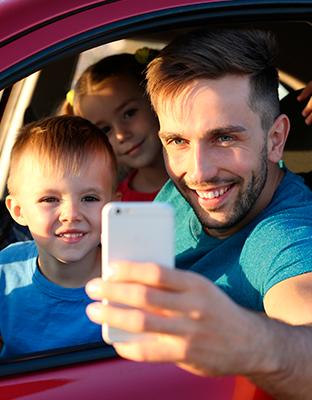 Vacaciones, familia y tecnología: la identidad digital no se va de viaje